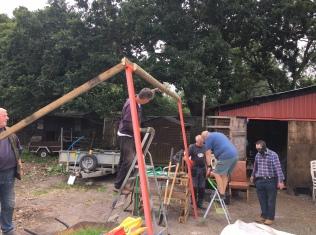 Erecting an anchoring fram